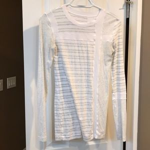 Lululemon long sleeve EUC size 4 top